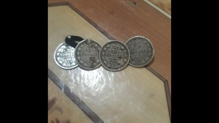 Bakı şəhərində 4edeq 1860,,61,,63 cu ile aid gumush 20qepikler..