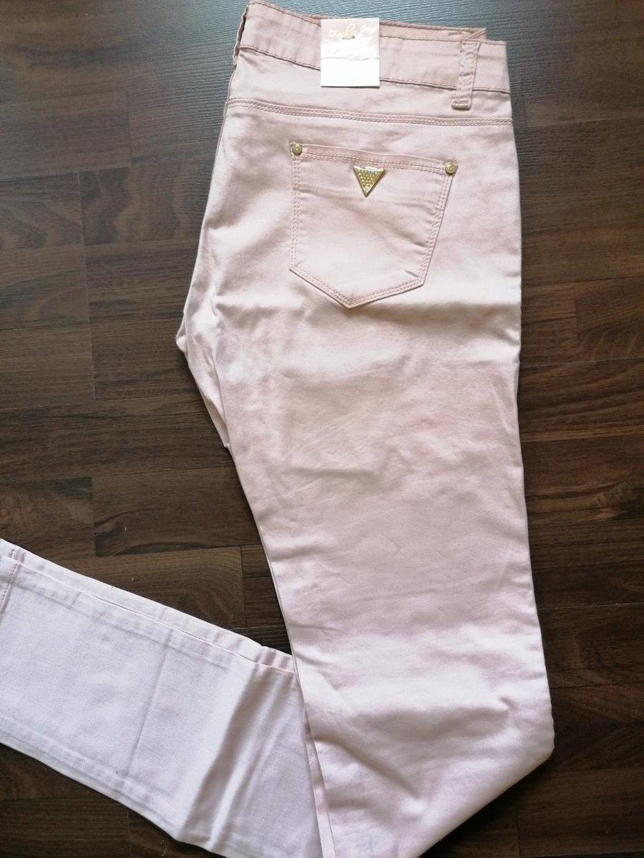 Nove ženske pantalone, veličina 32