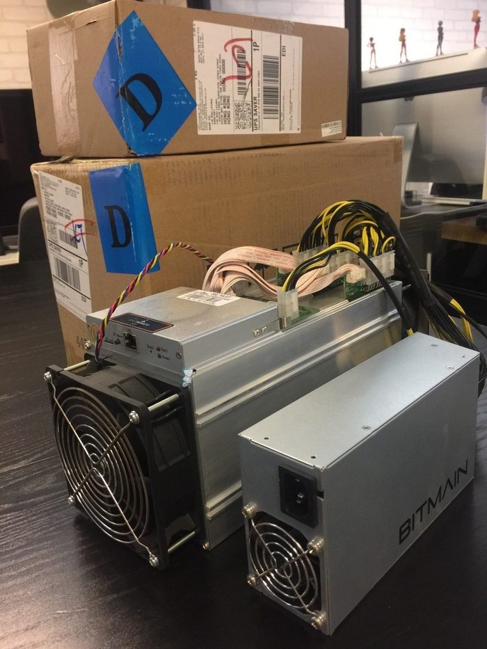 Подлинная Antminer D3 / S9 Dash Miner 15gh / s 1200w Dash X11. Photo 0
