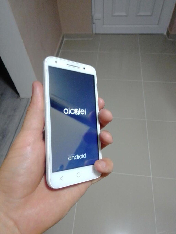 Alcatel U5 android odličan telefon ,nema skrivenih mana telefon jako dobro radi,bez greske ,u extra stanju kao na slikama,moze i  zamena za tablet jel telefon je visak , mala korekcija cene moguca za ozbiljne kupce ,za vise informacija pitajte