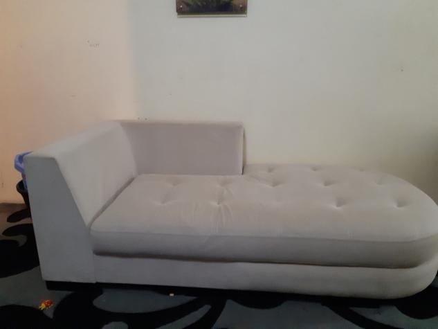 Лежак турецкий, слоновой кости цвет в отличном состоянии. Photo 0