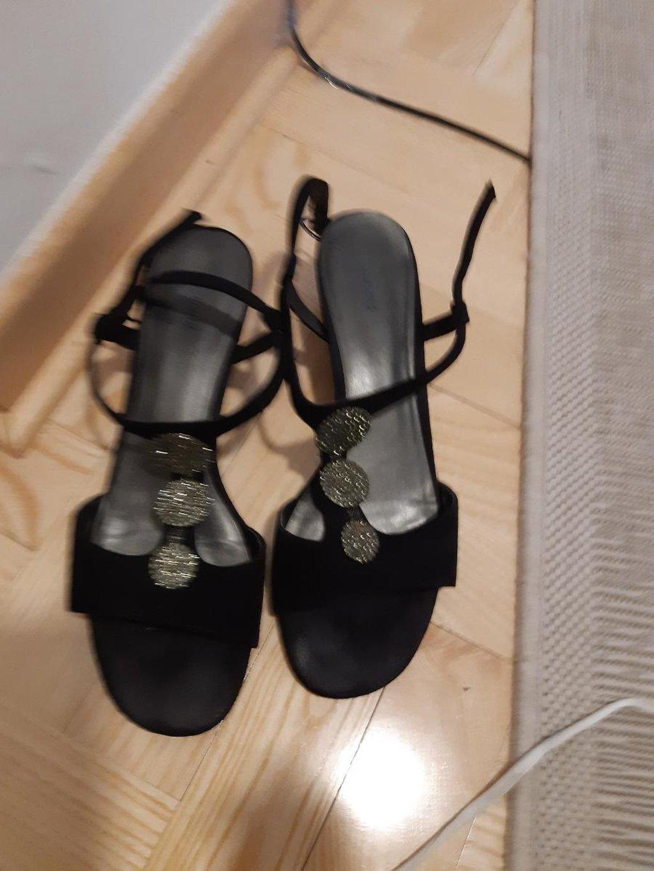 39 nove sandale samo probane