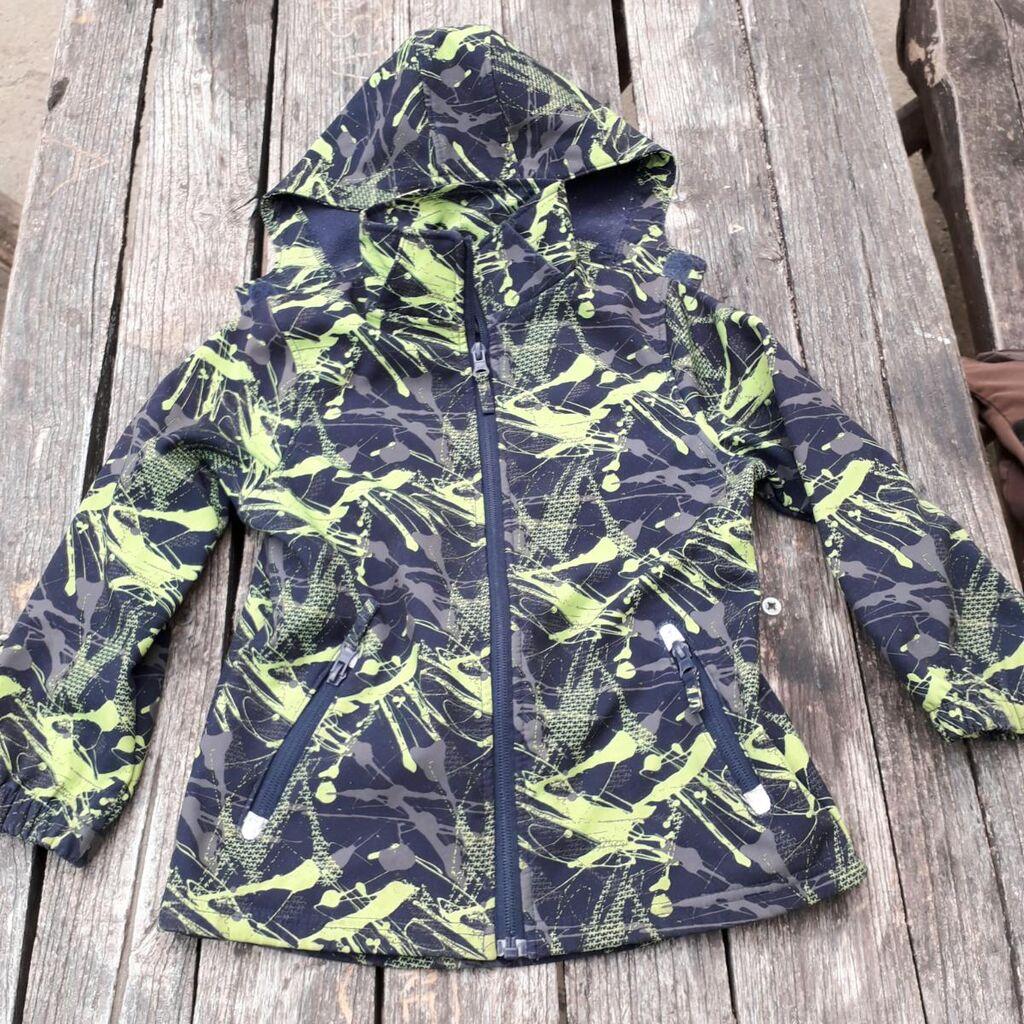 Topolino jaknica za dečaka s kapuljačom, od soft materijala,skoro da nije nošena vel 116