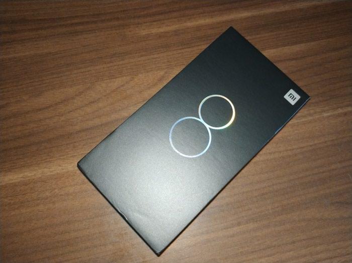 Коробка на Mi 8 black (Global version) 6/64 Гб в Бишкек