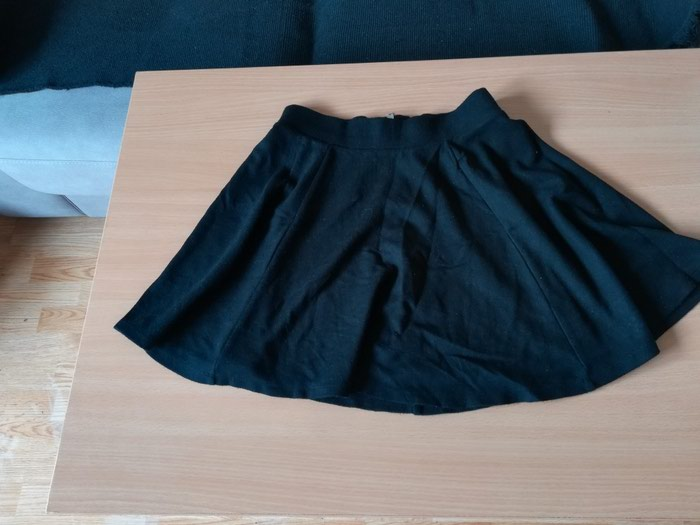H&M, crna suknjarastegljiva,s-broj, duzina 40 cm