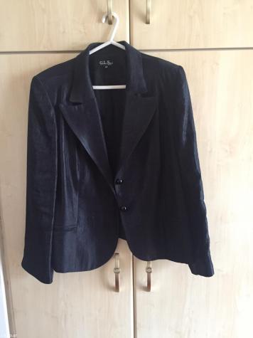 Γυναικείος ρουχισμός - Αθήνα: Σετ απο μαλακό ταφτά σακάκι παντελόνα με κουμπιά στο τελειωμα πολυ καλή ποιότητα και σε άριστη κατάσταση, φορέθηκε μονο 2 φορες, με