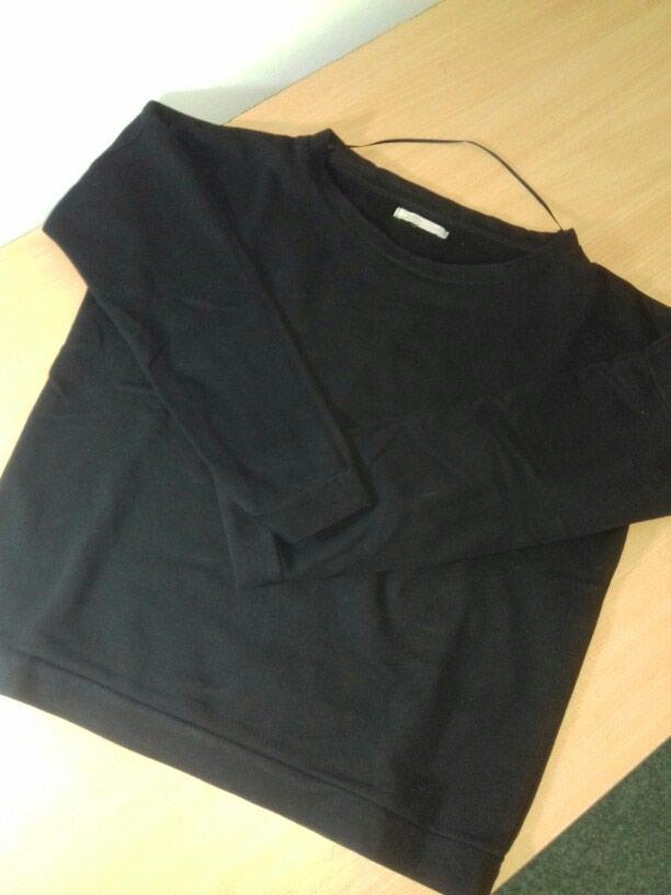 Crna duks majica . Univerzalna velicina. Nema ostecenja .. Photo 0