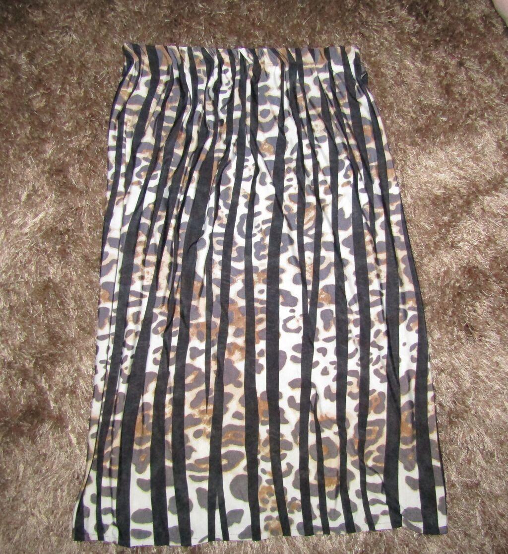 Vrlo kvalitetna suknja, rucno sivena od italijanskog materijala