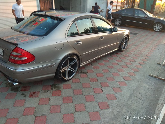 Mercedes-Benz E 320 2003. Photo 2