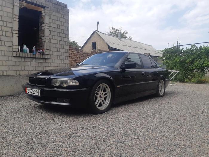BMW 740 2000. Photo 0