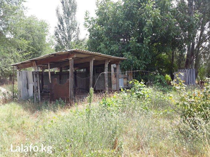 продаю дом в район аэропорт манас 8сотых 2 участка 3 комнаты 2 комнаты in Бишкек