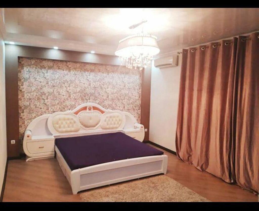 Наш хостел расположен в тихом центре Бишкека, в 3-х минутах ходьбы от торгового центра Vefa и одной минуты от центральной улицы Абдрахманова, откуда очень удобно попасть в любую часть города