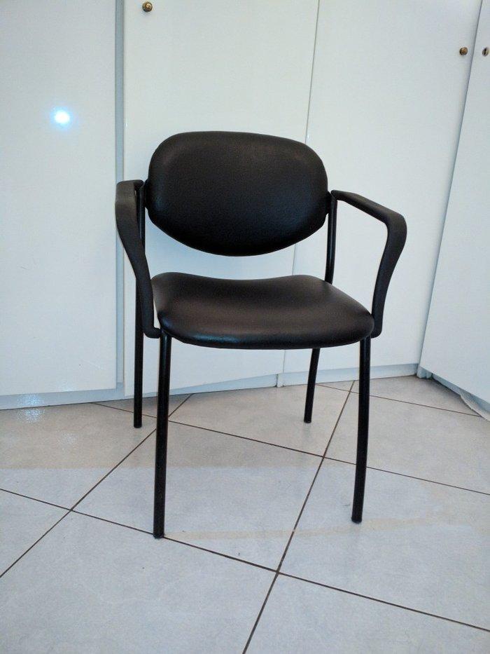 Πωλείται καρέκλα μαύρη σε εξαιρετική κατάσταση, ελαφρώς μεταχειρισμένη. Photo 3