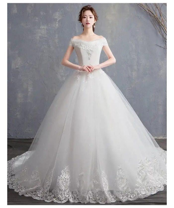 Свадебные платья в Бишкек: Свадебное платье !!! Цвет белый  размер 42-44 в комплекте фата кольцо  / ПРОДАЖА  3000 сом