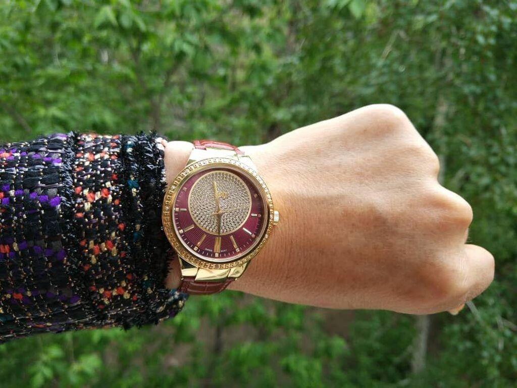 Часы женские бренд JBW красный циферблат, 16 брилиантов и камни Swarovski, кожаный ремешок цена 425$
