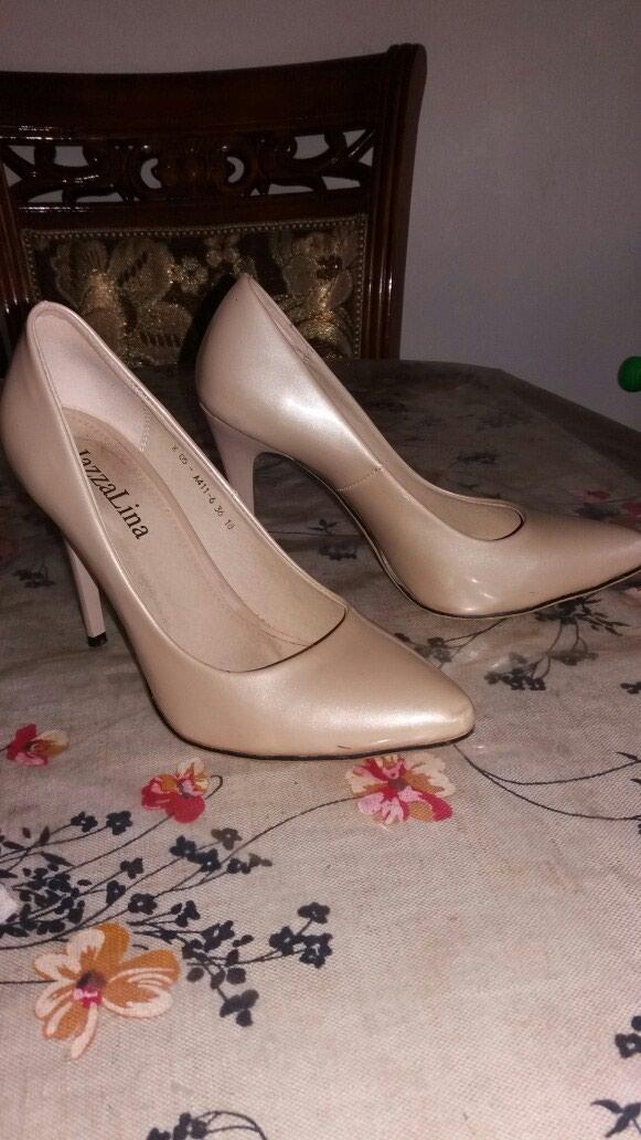 Туфли сост.отл.1 раз надевала... размер написано 36... подходит на 37. в Бишкек