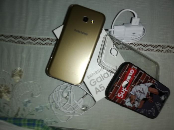 Μεταχειρισμένο Samsung Galaxy A5 2017 32 GB χρυσός. Photo 3