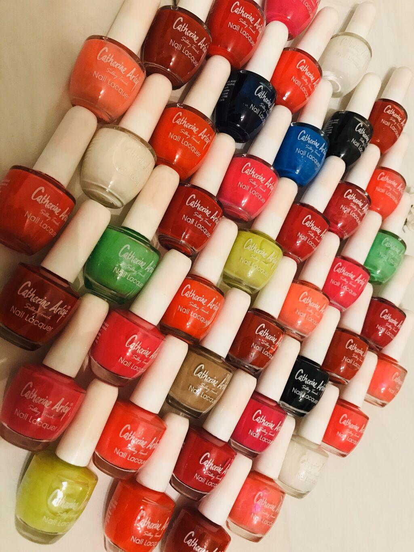 Разные оттенки лаков, очень красивые цвета, с блестками и без, штука п: Разные оттенки лаков, очень красивые цвета, с блестками и без, штука п