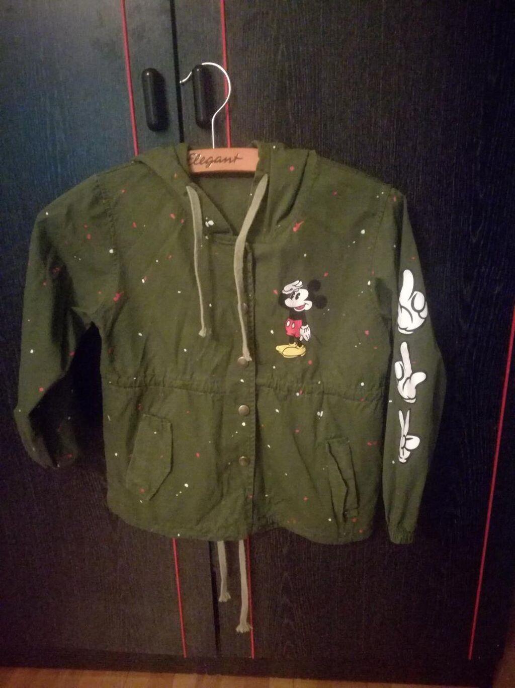 Prolecna jaknica kao nova,dva puta nosena,moze decak a I devojcica,za uzrast 4-6, godina