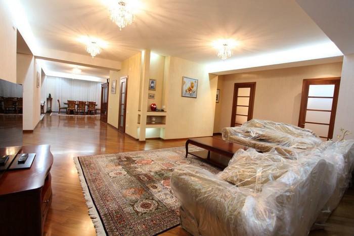 Продается квартира: 5 комнат, 300 кв. м., Бишкек. Photo 2