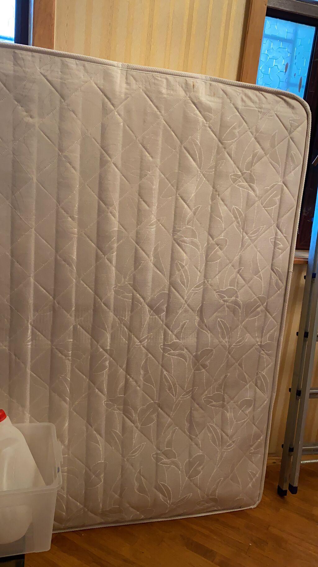 Temiz matras 90azn endirim olar 2metrenin 160a satilor bizim krovata balacadi deye  satilir temiz matrasdi aqdi unvan sumqayit weheri
