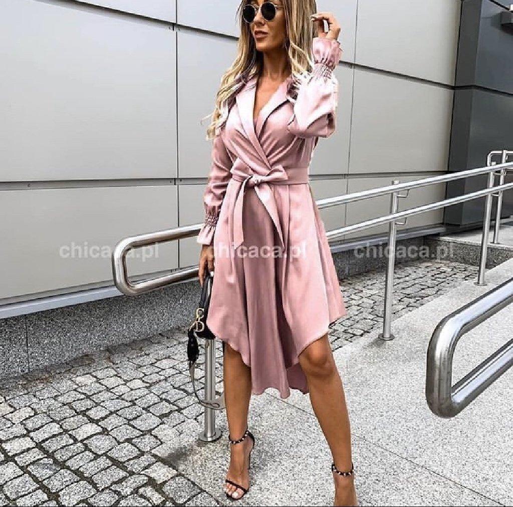 Prodajem dve haljine u sivoj i roze boji