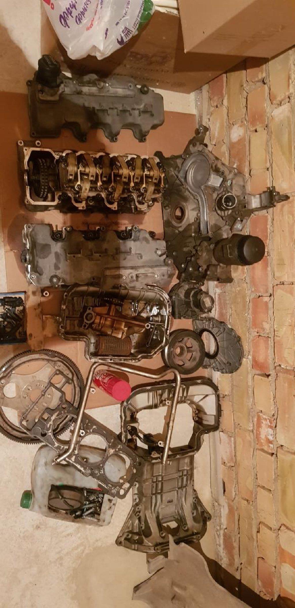 W211 eпродаю мотор по детально  все что на фото все в наличи головкис постелью,клапана,маховик,шкив,лабовина,фарсунки,форсуночная рейка,датчик коленвала,датчик распредвала,картерный отсоч все оригинальн немецское с маленьким пробегом