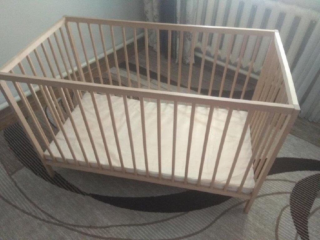 Продаю стильную экологичную детскую кроватку Ikea, натуральное дерево сосна