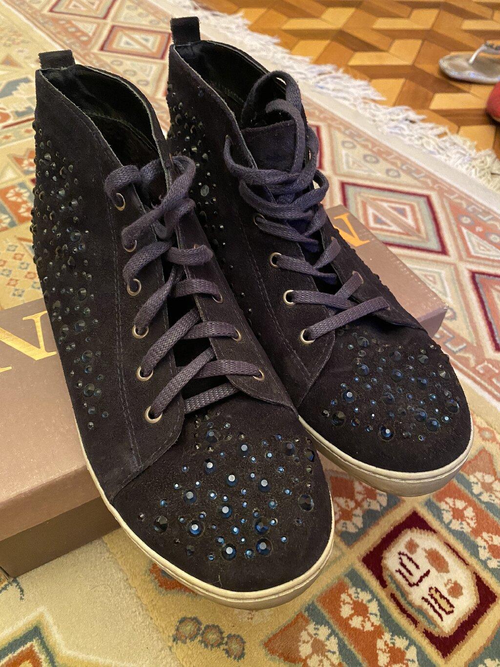Кроссовки и спортивная обувь 40