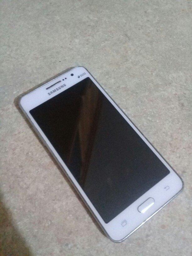 Xırdalan şəhərində Samsung galaxy prime idael veziyetdedir.az istifade olunub.ustada