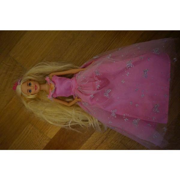 Barbie κουκλα οπως φαινεται στη φωτο σε Αθήνα