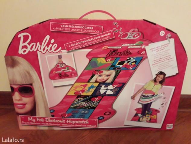 Barbie elektronska školica sa svetlosnim efektima i zvukom. Emituje 2  - Beograd