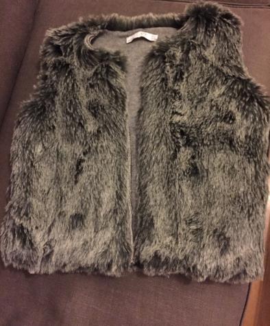Γυναικείος ρουχισμός - Βόρεια & Ανατολικά Προάστια: Zara women's winter faux fur vest. New. Size medium