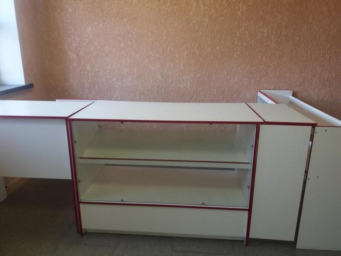 Продам для магазина кассовый стол с прилавками и витринной.. Photo 0