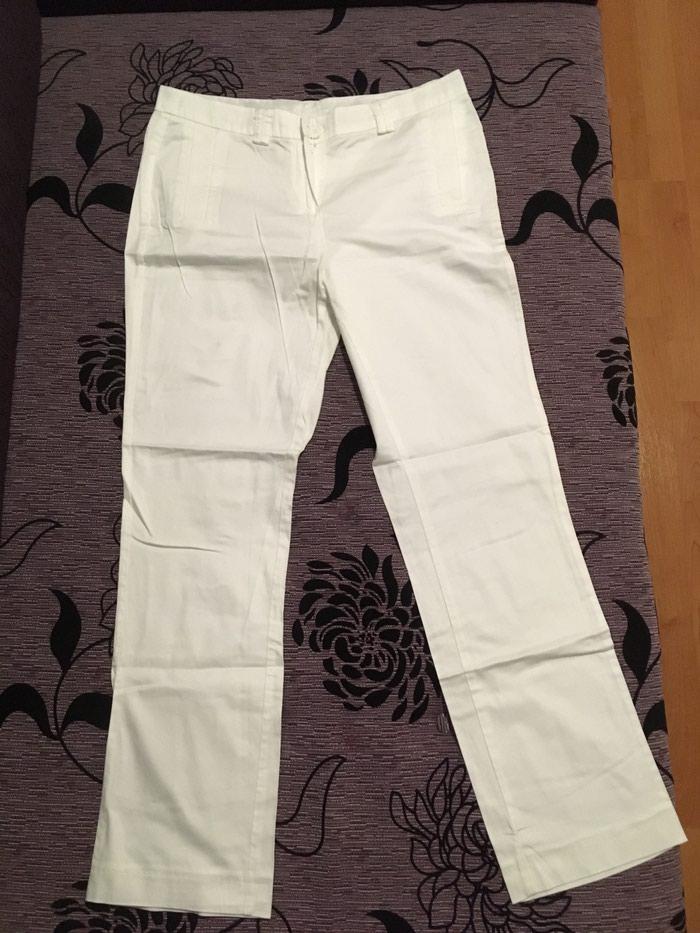 Sivene bele pantalone,dimenzije mogu da izmerim ako ste zainteresovani, nose dva puta