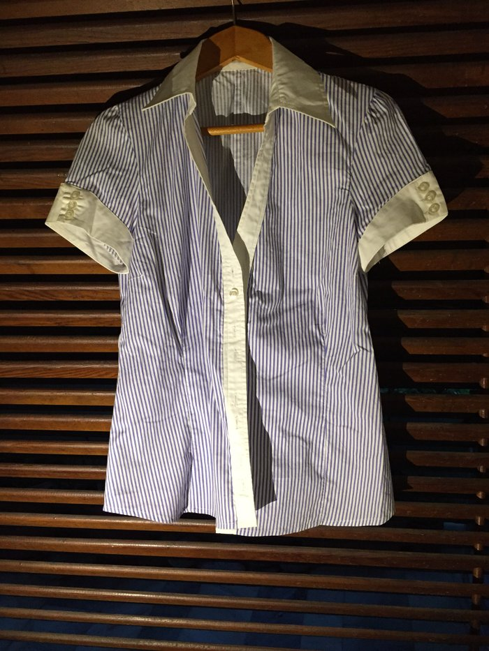 Βαμβακερό γυναικείο πουκάμισο , μπλε- λευκό ριγέ με κοντό μανίκι