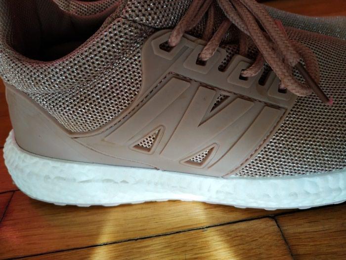 Sneakers με χρυσή πλέξη, νούμερο 40 . Photo 2