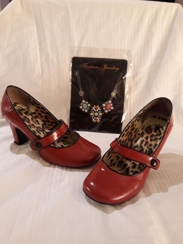 Cipele 38 vel i ogrlica poklon.Gazište 25cm a štikla 7cm