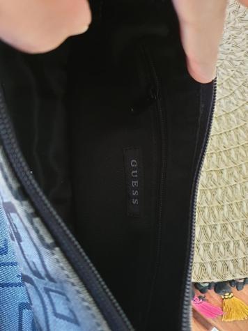 Αυθεντικη τσαντα Guess.Χρησιμοποιημενη σε αριστη κατασταση. Photo 3