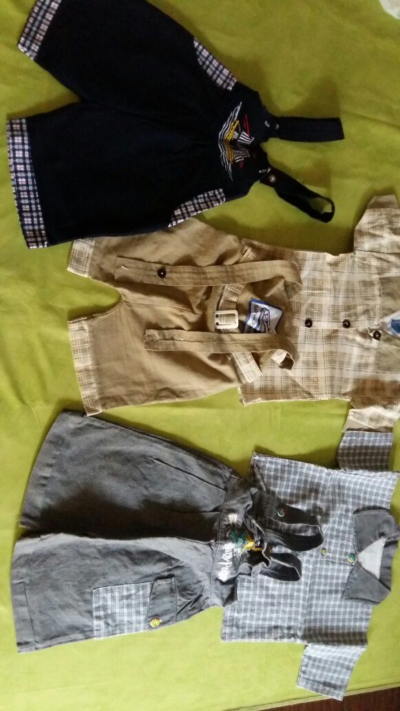 Dva kopmleta kosulje sa pantalonama i jedne pantalone na tregere za bebe od 6-12M,polovne i ocuvane