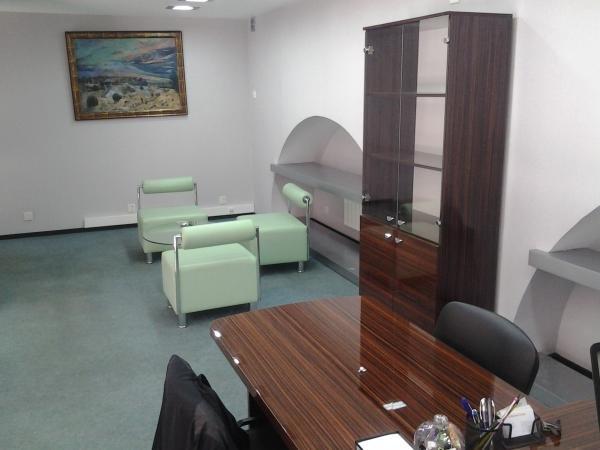 Bakı şəhərində сдаю офис 2-х ярусный ул 28 мая  1 этаж с выходом на улицу  ремонт