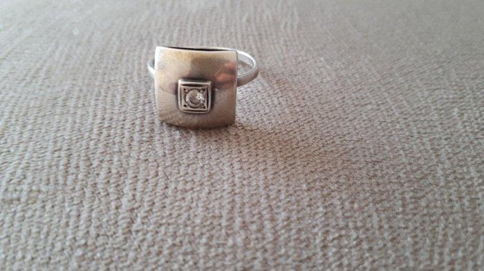 продаю кольцо серебро925 пр. 19 размер. в Бишкек