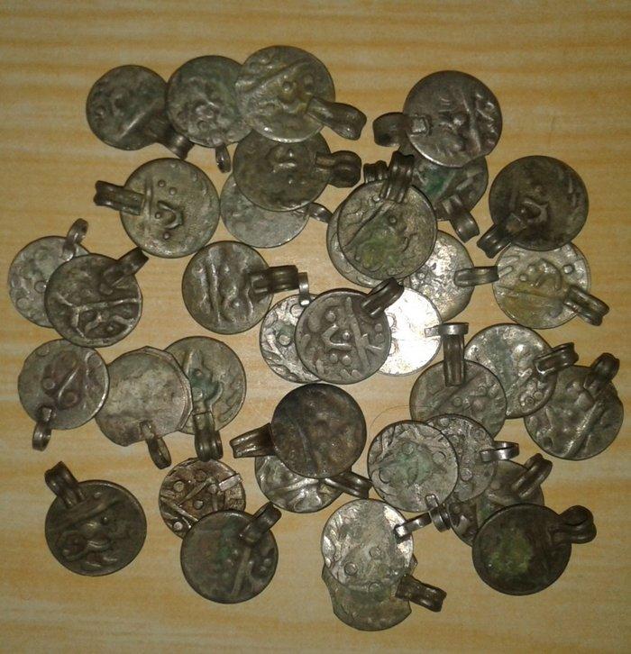 Монеты старинные персидские, 36 штук, цена указана за все. Металл: в Душанбе
