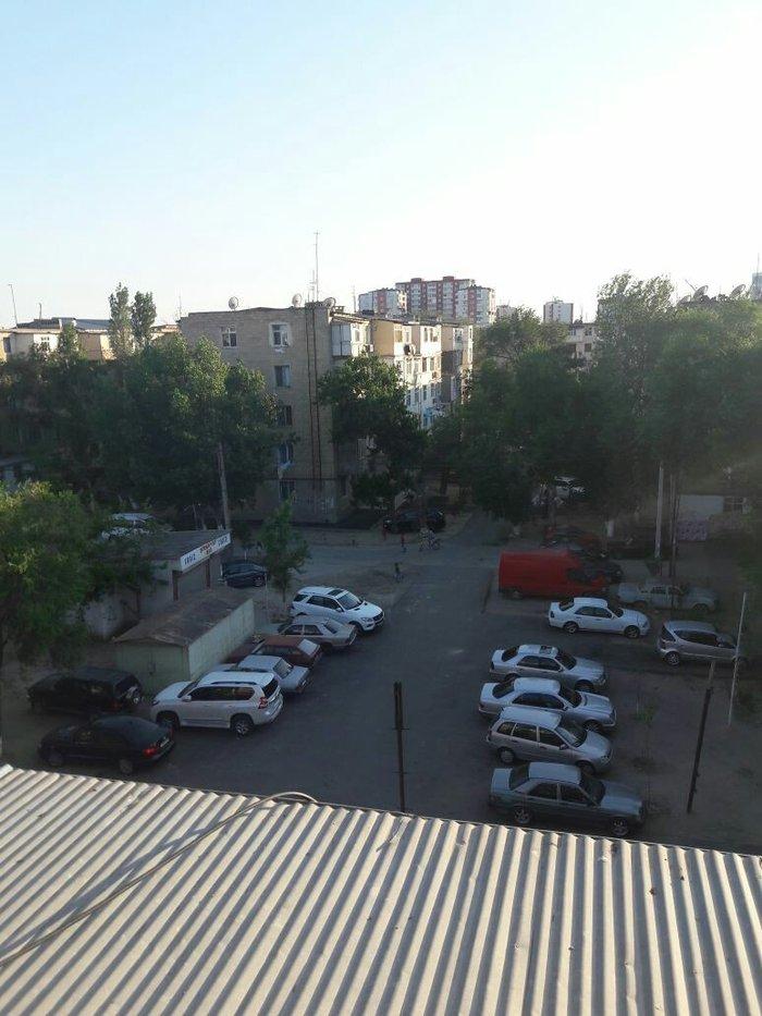 Sumqayıt şəhərində Sumqayıt şəhər 2 mik 5/5 inde daş bina orta ev 2 otaq..sadə