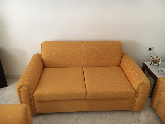 Σαλόνι : Τριθέσιος καναπές 2 πολυθρόνες 3 τραπεζάκια 2 λάμπες . Photo 2