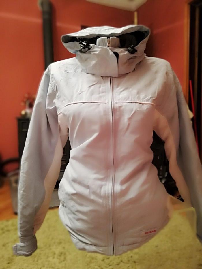 Savršena potpuno nova ski a i zimska jakna