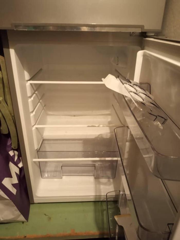 Маленький холодильник б/у цвет серый в очень хорошем состоянии.. Photo 0