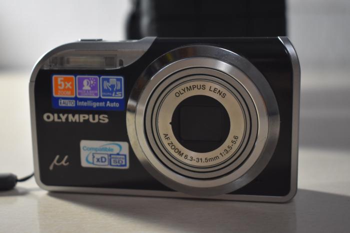 Φωτογραφική μηχανή Olympus με θηκη μεταφοράς και φορτιστη ! 5*zoom face and back control 12 megapixel  m-5000! Μεταφορές σε όλη την Ελλάδα με ΕΛΤΑ αν ενδιαφέρεστε στείλτε ένα μήνυμα ή παρτε με τηλέφωνο !