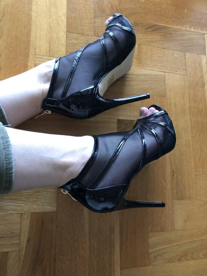 Lakovana koža, sandale bukvalno obuvene jednom. 40broj. . Photo 0