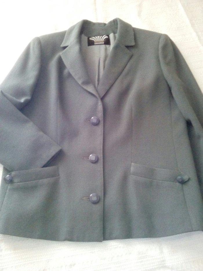 Σακάκι κρεπ έχει φορεθεί ΔΥΟ φορές με φούστα. Photo 0